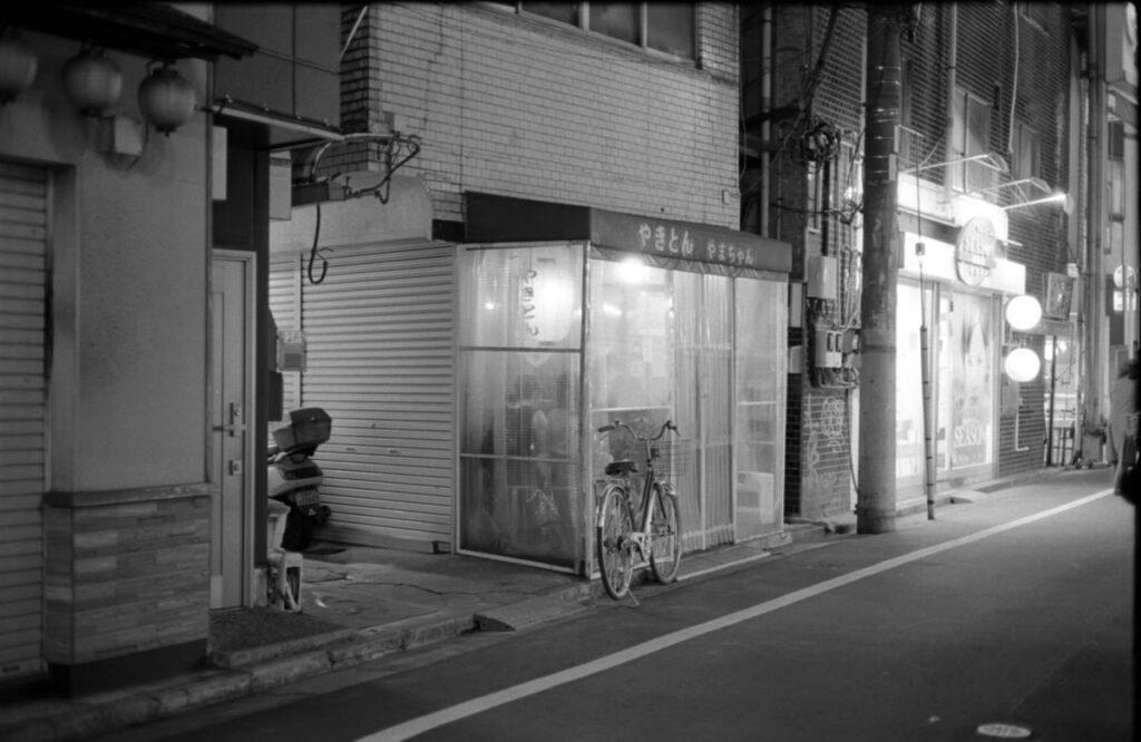 やまちゃんの営業時間|Leica M3 + C Sonnar T* 1.5/50 ZM + Kodak TRI-X 400