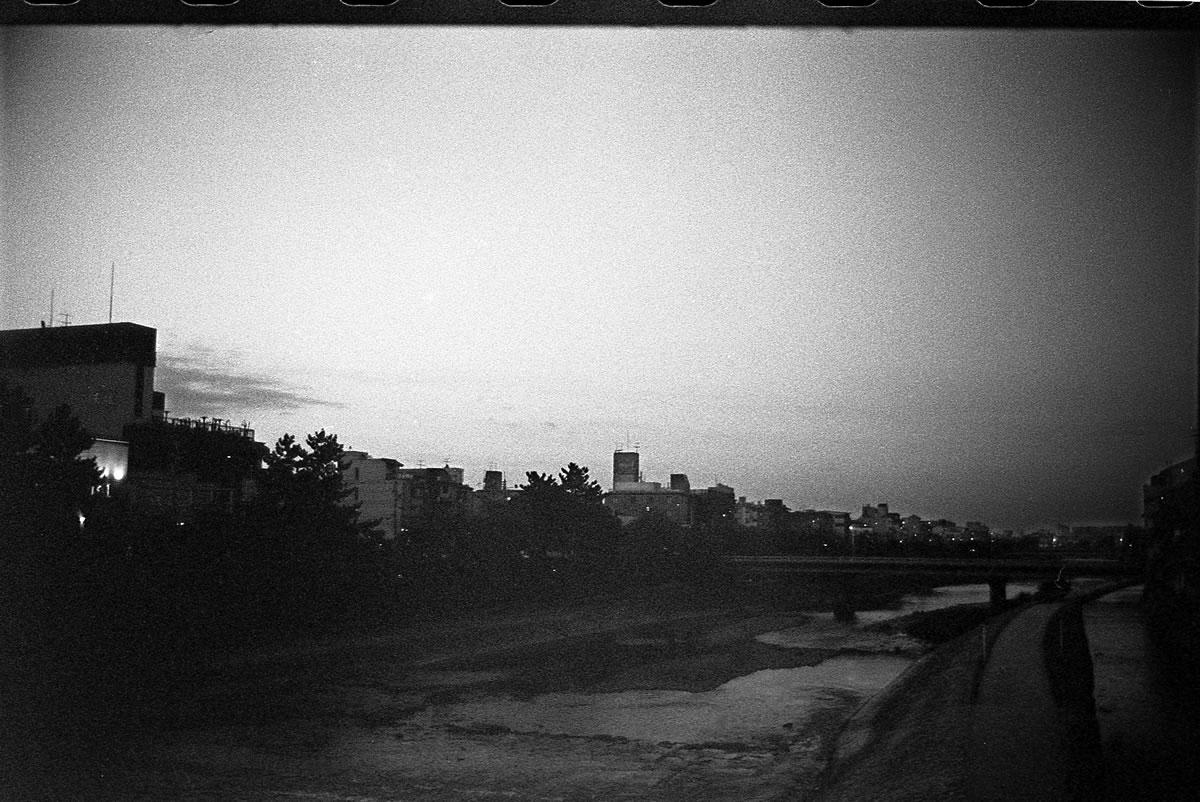鴨川|LEICA M5 + SUMMILUX 35mm F1.4 + Kodak TRI-X 400