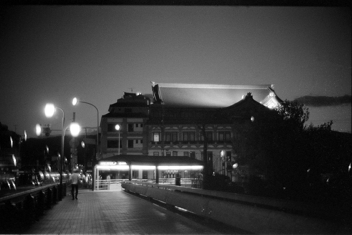 京都の歌舞伎座|LEICA M5 + SUMMILUX 35mm F1.4 + Kodak TRI-X 400