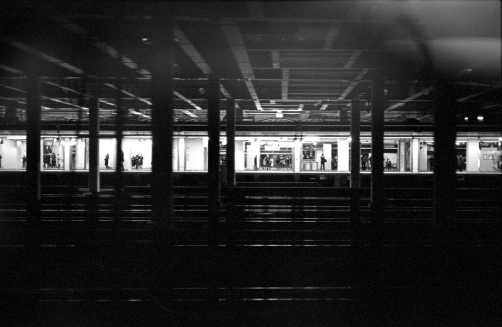 新宿駅|Leica M3 + C Sonnar T* 1.5/50 ZM + Kodak TRI-X 400