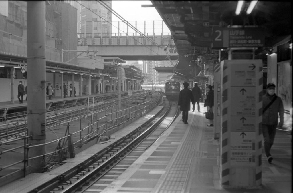 渋谷駅を出発 Leica M3 + C Sonnar T* 1.5/50 ZM + Fujifilm Neopan 400 Presto