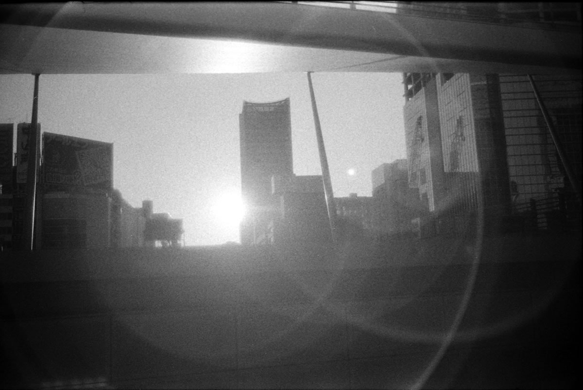 ズミルックスは逆光に弱かった LEICA M5 + SUMMILUX 35mm F1.4 + Kodak TRI-X 400