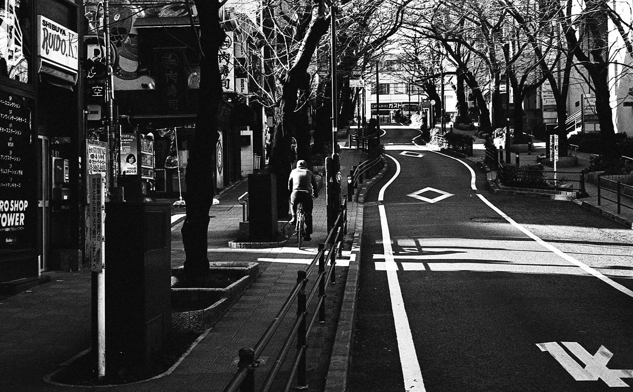 通勤に駆け上がる気合を Leica M3 + C Sonnar T* 1.5/50 ZM + KODAK PROFESSIONAL TRI-X