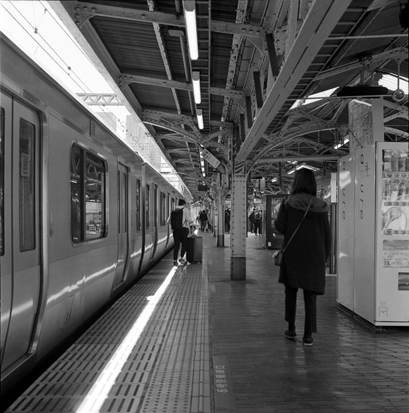 神田駅に到着|ROLLEIFLEX 2.8F + Kodak TRI-X 400