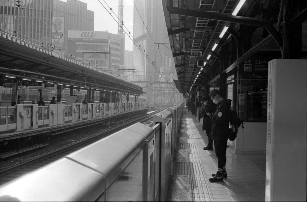 有楽町駅を出発|Leica M3 + C Sonnar T* 1.5/50 ZM + FKodak TRI-X 400