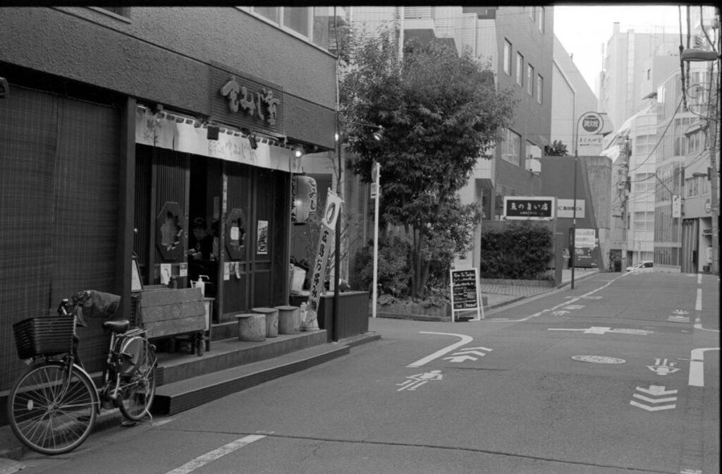 本日の目的地「もみじ屋」|Leica M3 + C Sonnar T* 1.5/50 ZM + FKodak TRI-X 400