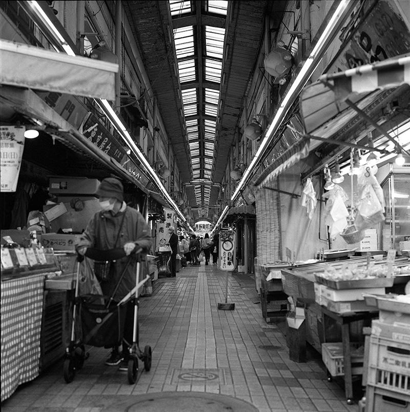 京成立石の商店街|ROLLEIFLEX 2.8F + フィルム失念
