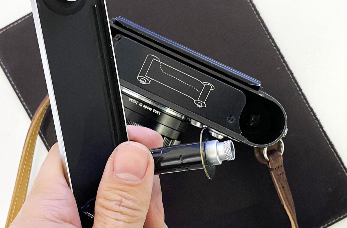 Leica M3のフィルム装填方法① 裏ブタを開けスプールを取り出す