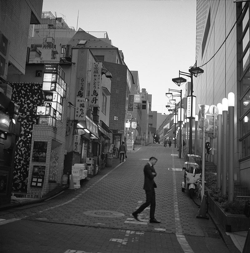 渋谷駅すぐ近くの飲み屋街②|ROLLEIFLEX 2.8F + Kodak TRI-X 400