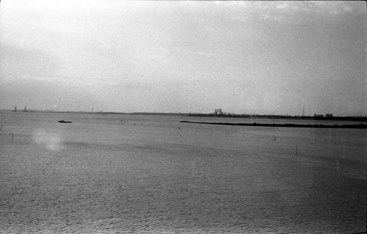 舞浜から木場方面を望む|Leica M3 + C Sonnar T* 1.5/50 ZM + Fujifilm Neopan 400 Presto