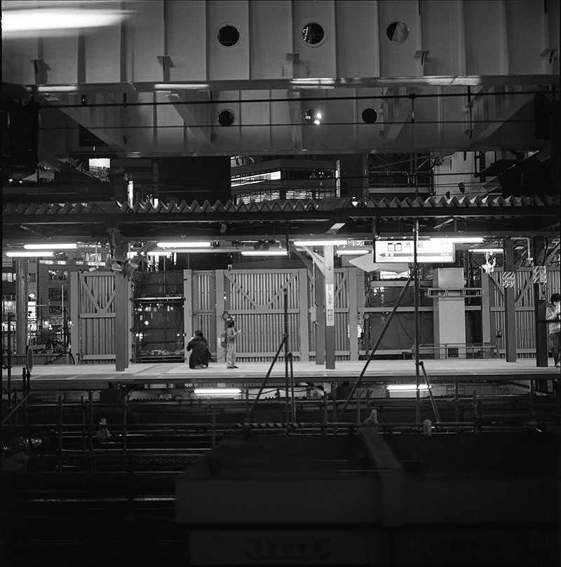 渋谷駅を出発|ROLLEIFLEX 2.8F + Kodak TRI-X 400