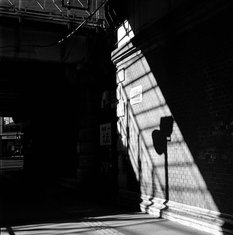 大手町のガード下②|ROLLEIFLEX 2.8F + Kodak TRI-X 400