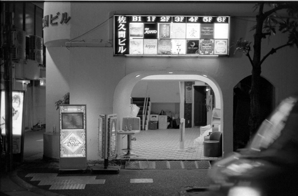 五反田の静かな夜の街 Leica M3 + C Sonnar T* 1.5/50 ZM + Fujifilm Neopan 400 Presto