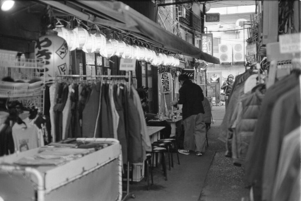 アメ横の飲み屋①|Leica M3 + C Sonnar T* 1.5/50 ZM + FKodak TRI-X 400