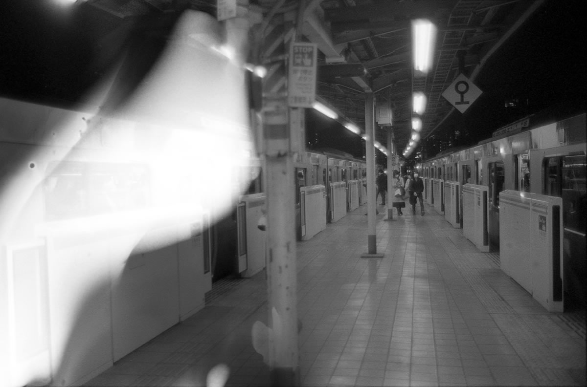 これも巻き取り失敗・現像ミスの図|LEICA M5 + SUMMILUX 35mm F1.4 + Kodak TRI-X 400