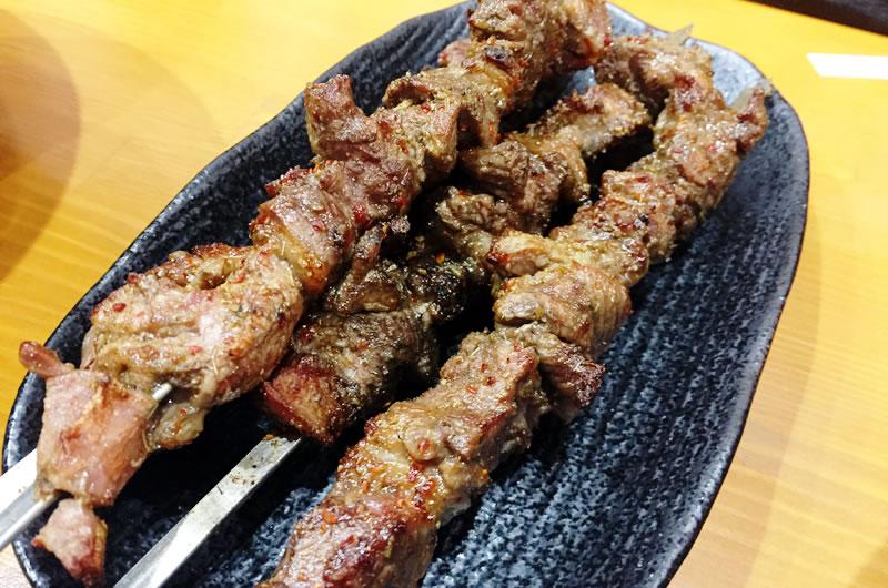 ラム肉の串焼きは絶品
