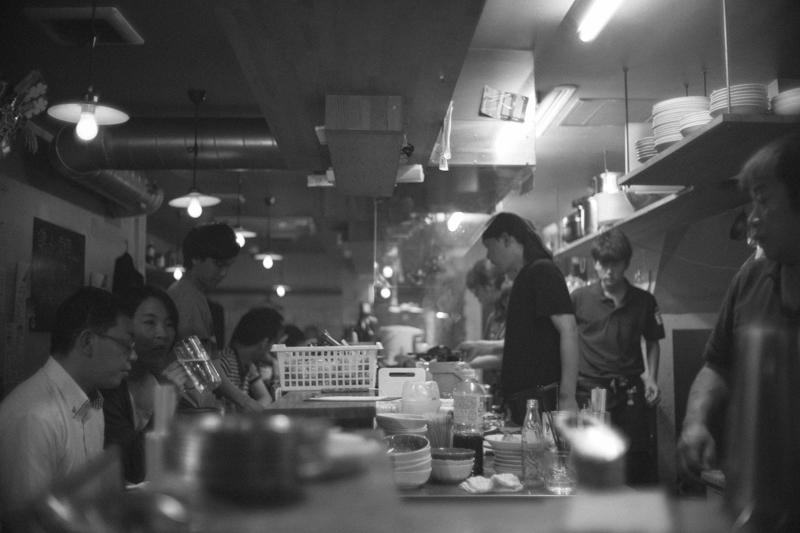 にぎやかな店内 Leica M10 / Canon 35mm F1.5