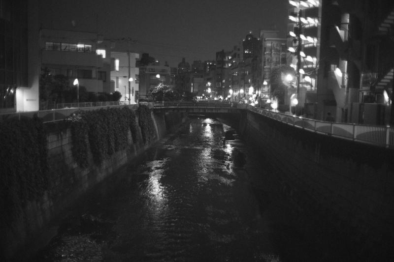神田川沿いにもお店がいっぱい Leica M10 / Canon 35mm F1.5