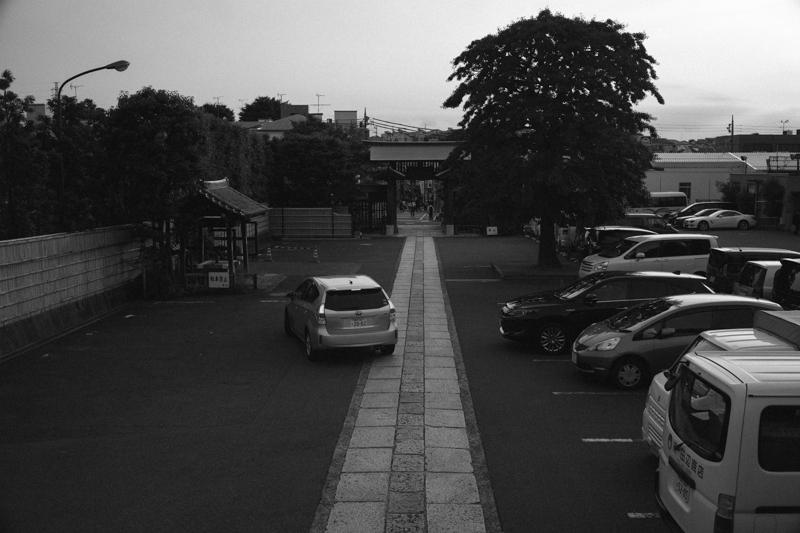 境内から妙蓮寺の街を望む