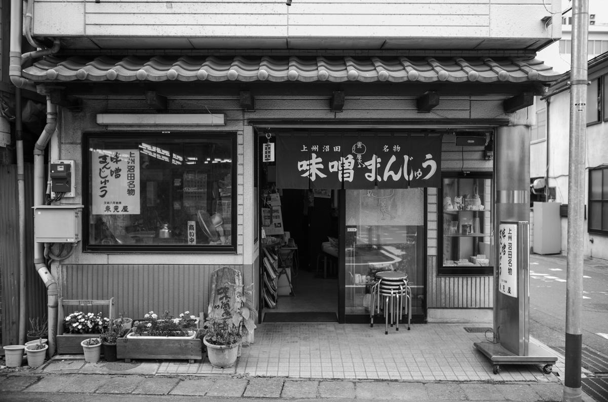 群馬に来たら是非食べたい焼きまんじゅう|Leica M10 Monochrome + Summilux 35mm f1.4