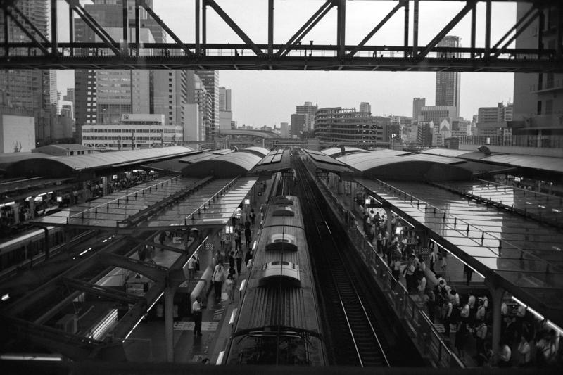 大阪駅は超近代的
