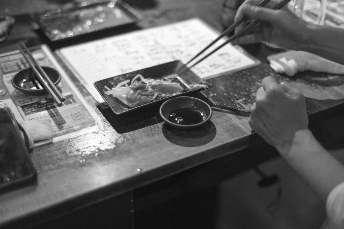 炎天下の料理は立ち飲み以上|Leica M10 + C Sonnar T* 1.5/50 ZM