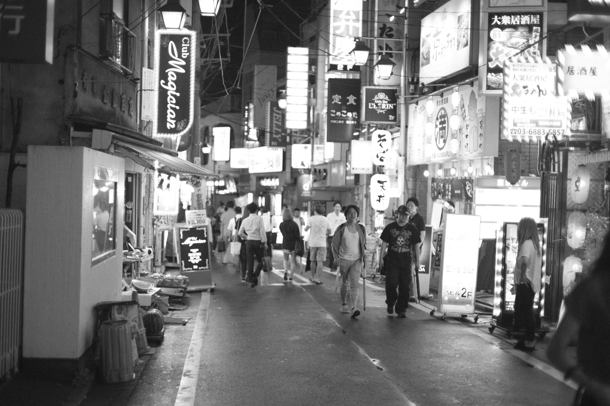 さかえ通りの街並み|Leica M10 + C Sonnar T* 1.5/50 ZM