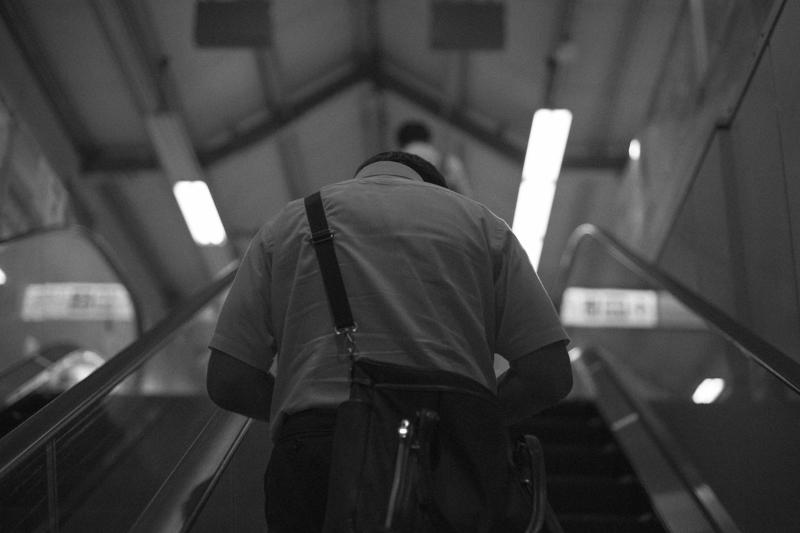 お家に帰るオジサン|Leica M10 + C Sonnar T* 1.5/50 ZM