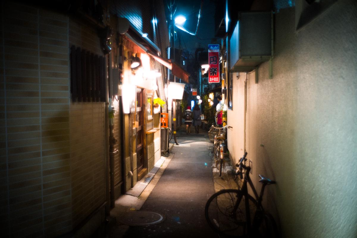路地また路地の飲み屋横丁|Leica M10 + Summilux 35mm F1.4