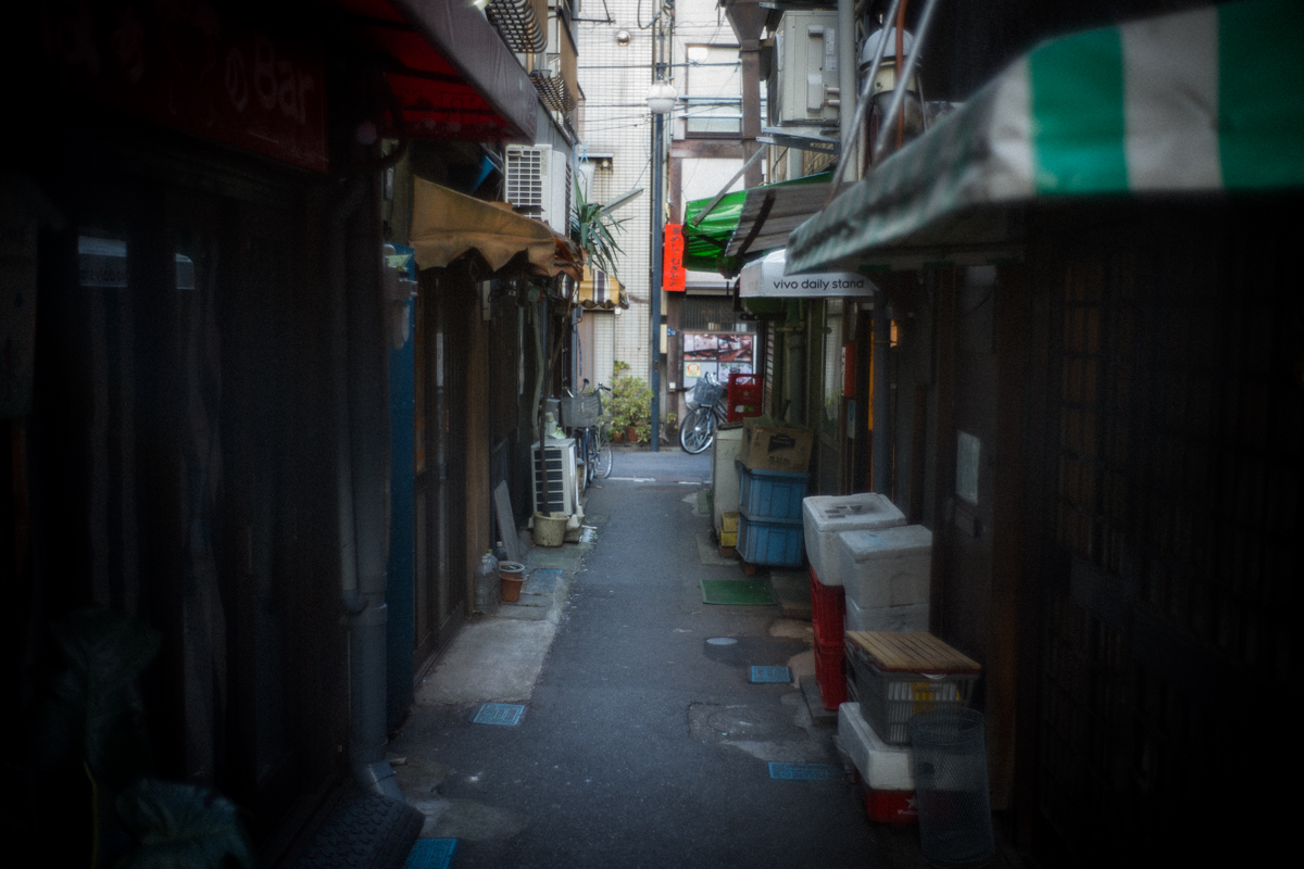 赤羽一番街は路地がいっぱい|Leica M10 + Summilux 35mm f1.4