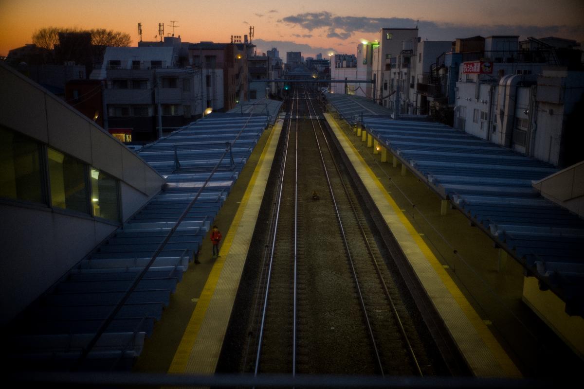 西武池袋線に陽が沈む|Leica M10 + Summilux 35mm f1.4