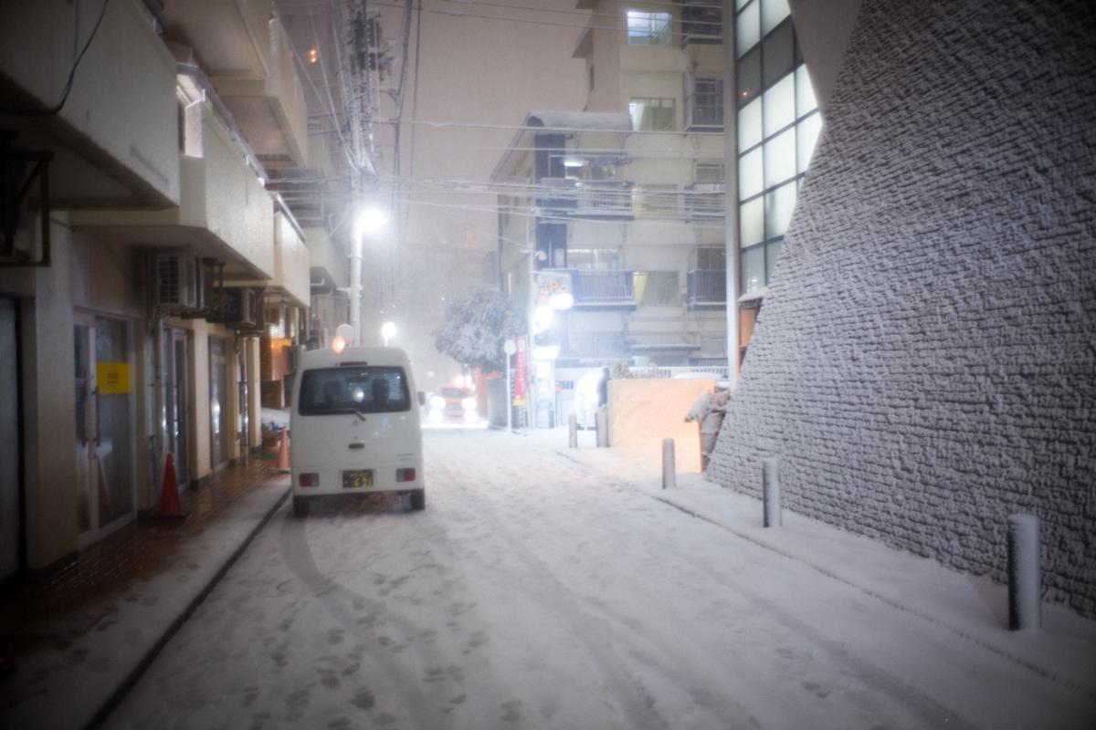 会社出たら雪w|Leica M10 + Summilux 35mm f1.4