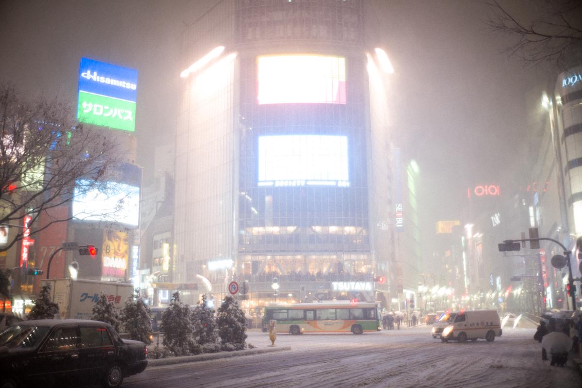 スクランブル交差点も大雪|Leica M10 + Summilux 35mm f1.4