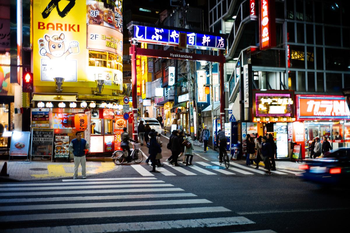 渋谷百軒店(ひゃっけんだな)の入り口(道玄坂から)|Leica M10 + Summilux 35mm f1.4