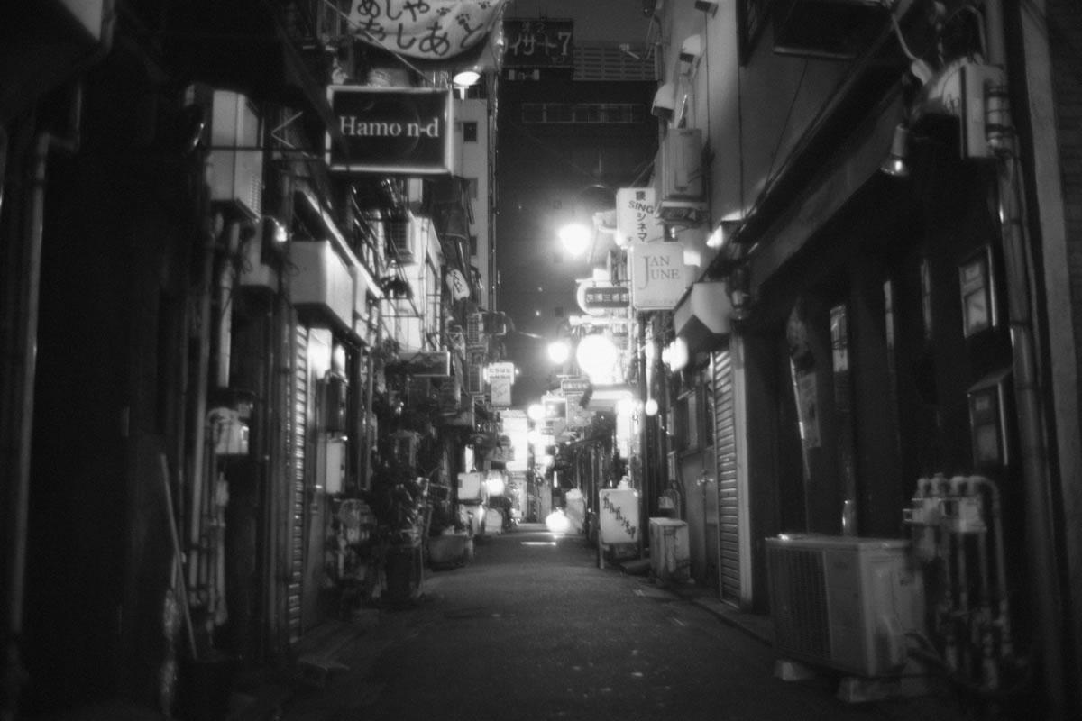 写真撮影には最適かも@ゴールデン街|Leica M10 + Summilux 35mm f1.4