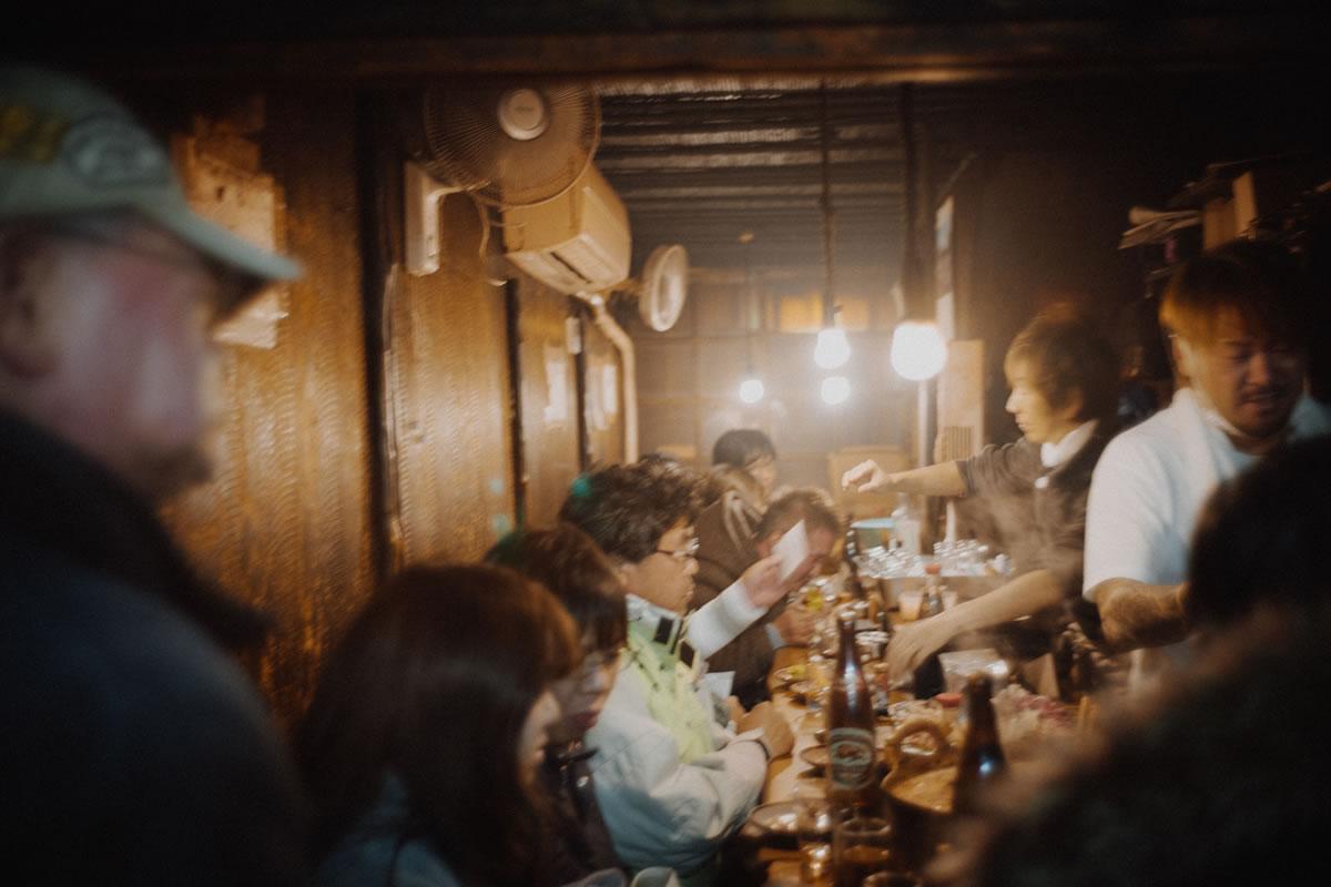 大賑わいの思い出横丁は一大観光地|Leica M10 + Summilux 35mm f1.4