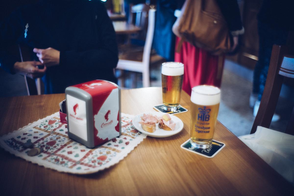 オヴァーロのバールでビール|Leica M10 + Summilux 35mm f1.4