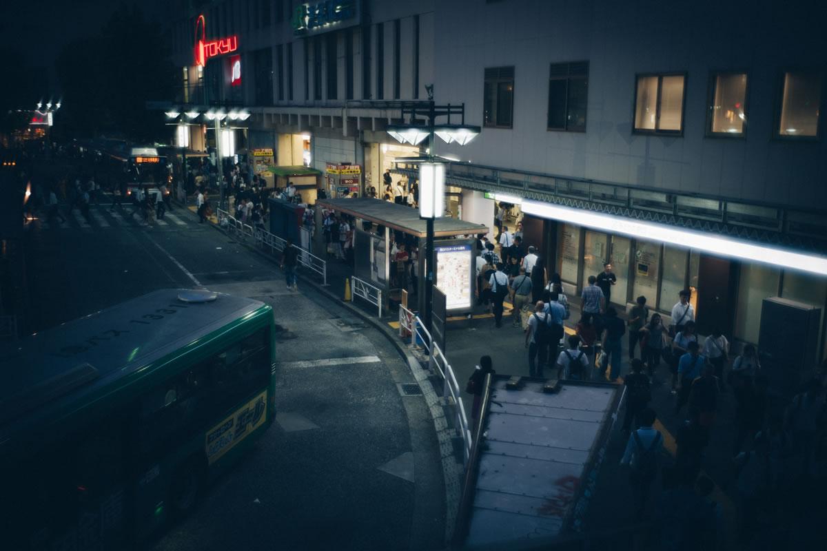 家路につく人が行き交う渋谷駅|Leica M10 + Summilux 35mm f1.4