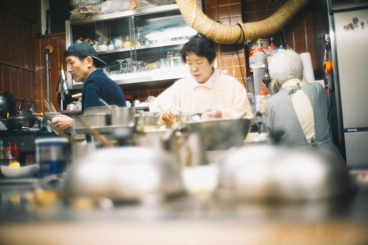 お好み焼き屋「とん平」の厨房|Leica M10 + Summilux 35mm f1.4