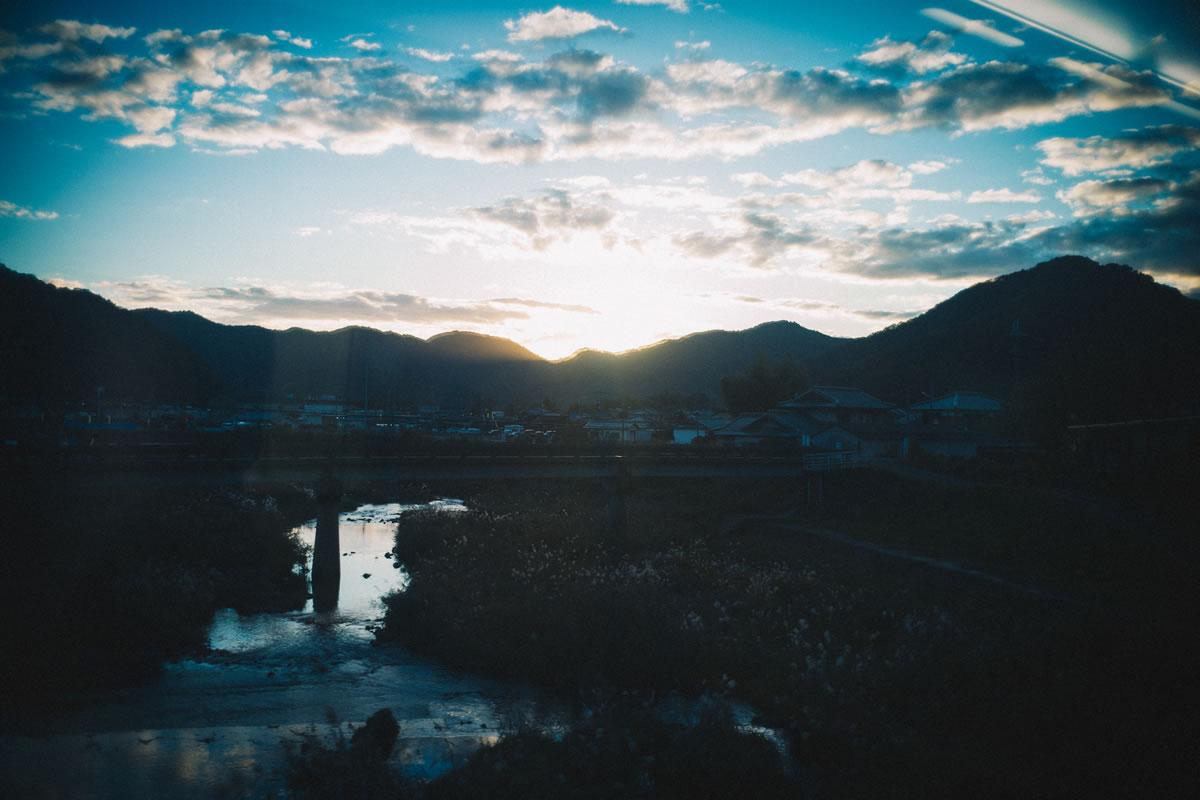 稜線の向こうに太陽が沈む|Leica M10 + Summilux 35mm f1.4