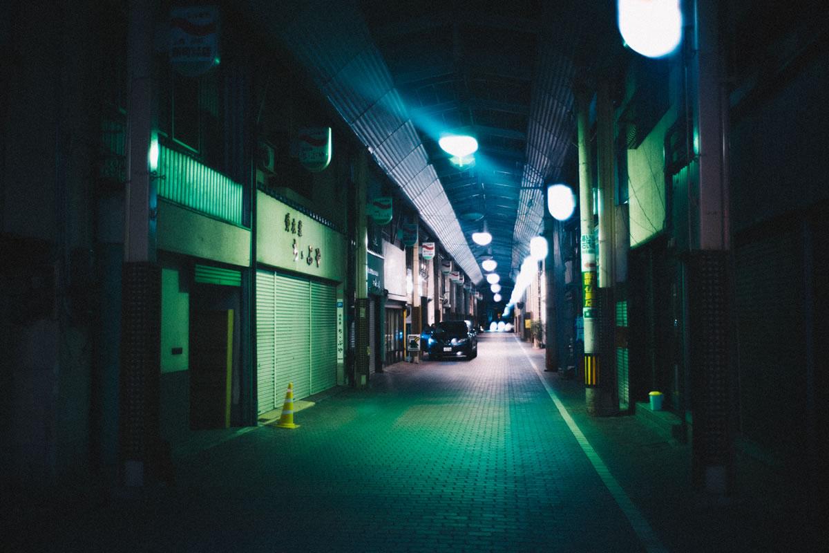 アーケード街の奥はシャッターストリート|Leica M10 + Summilux 35mm f1.4