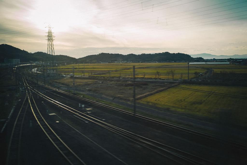 暮れなずむ車窓|Leica M10 + Summilux 35mm f1.4