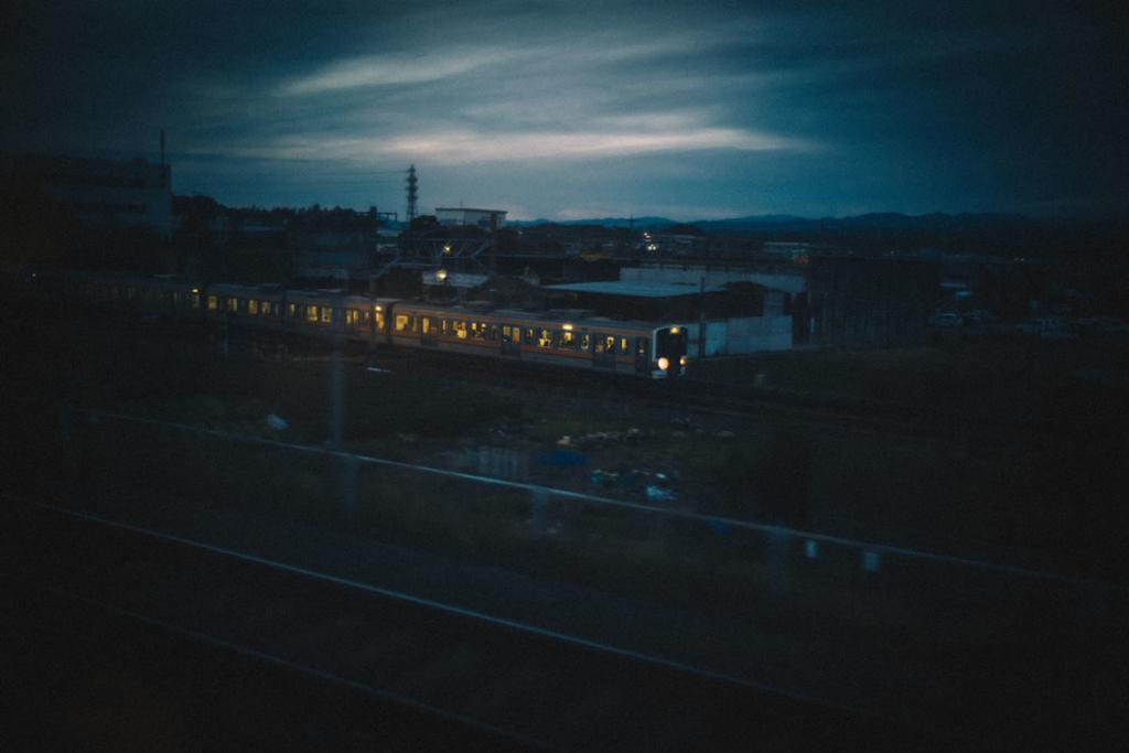 東海道線を追い抜かす|Leica M10 + Summilux 35mm f1.4