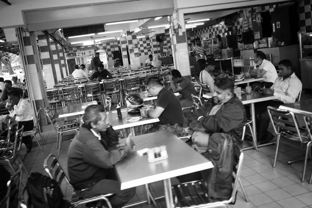 クアラルンプールのレストラン。ここはイスラム系|Leica M10 + Summilux 35mm f1.4