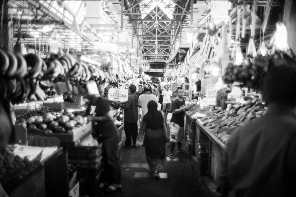 所せましとお店が立ち並ぶチョーキット|Leica M10 + Summilux 35mm f1.4