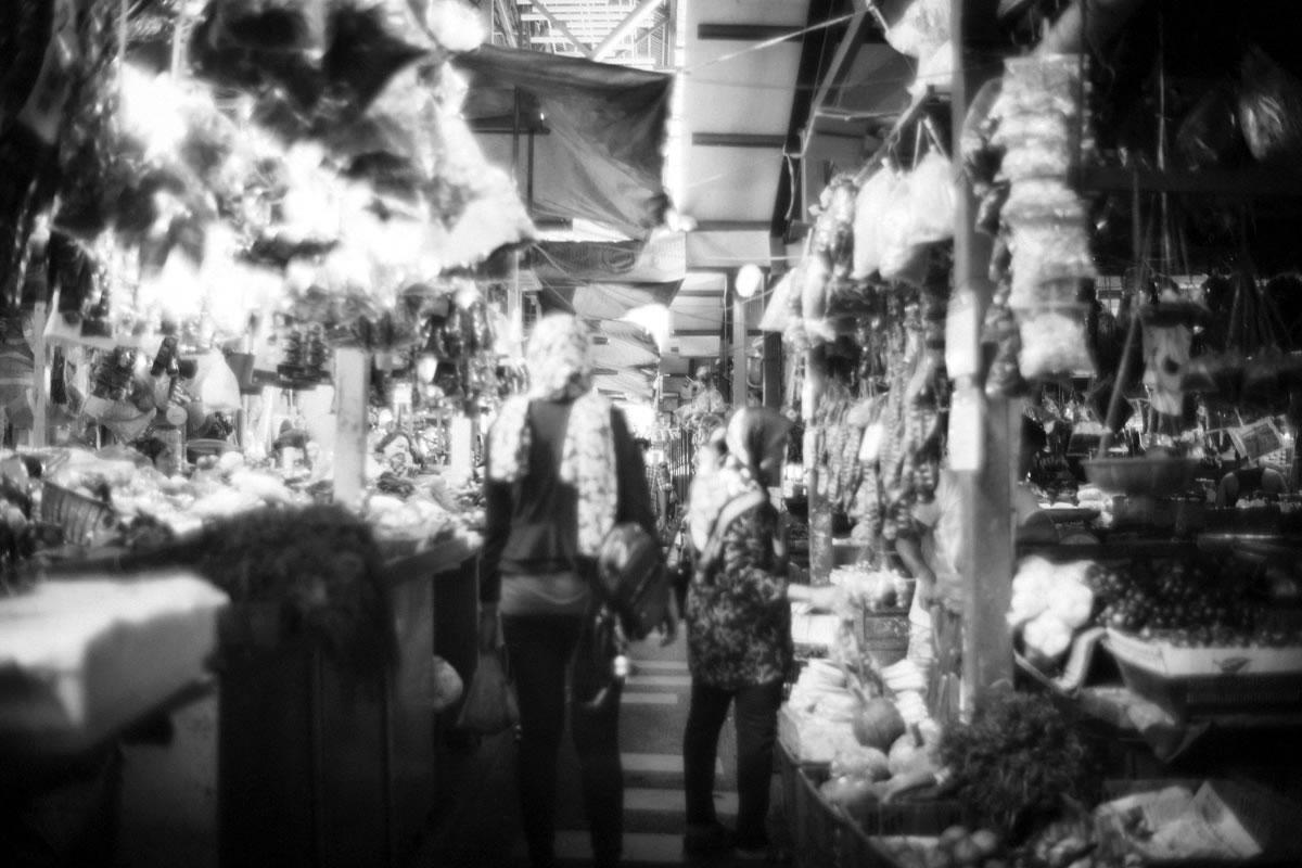 青果、肉、魚と売り場ごとに分かれているチョーキット市場|Leica M10 + Summilux 35mm f1.4