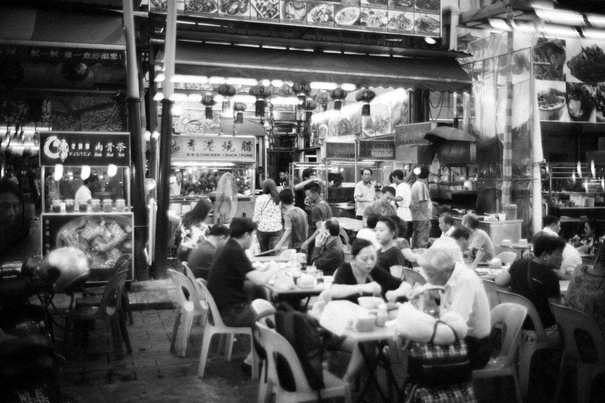 屋台はどこも満席。中華料理がほとんど|Leica M10 + Summilux 35mm f1.4