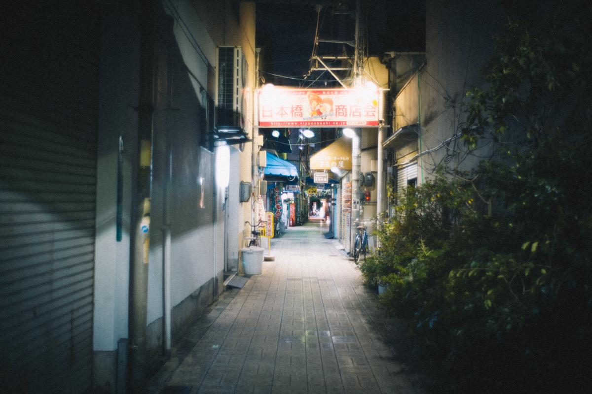 アニメの看板だけが眩しい日本橋|Leica M10 + Summilux 35mm f1.4