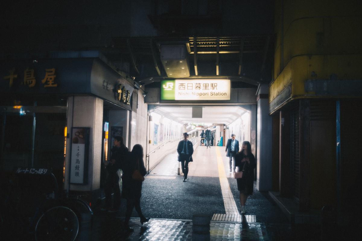 住宅街の佇まいな西日暮里の駅|Leica M10 + Summilux 35mm f1.4