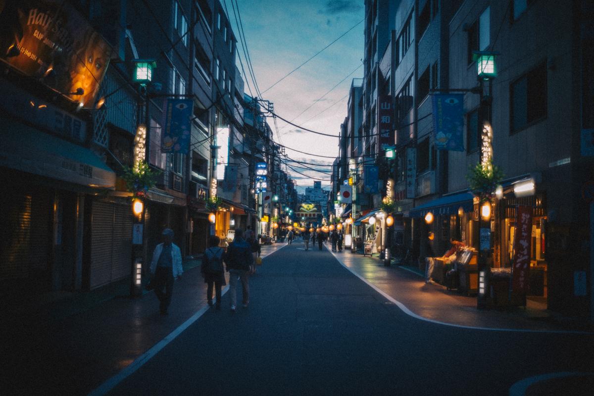 暮れなずむ巣鴨地蔵通商店街|Leica M10 + Summilux 35mm f1.4